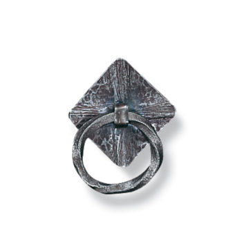 iron-pull-palmer-design-ring-on-diamond